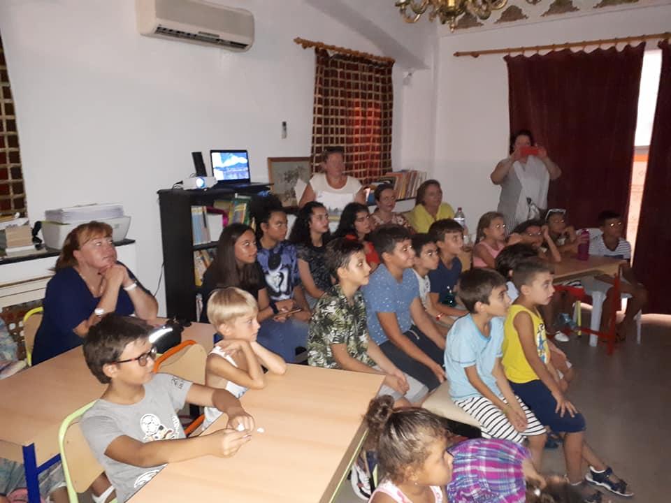 В Русской школе «МОЗАИКА» прошёл открытый урок, посвящённый 200 летию открытия Антарктиды